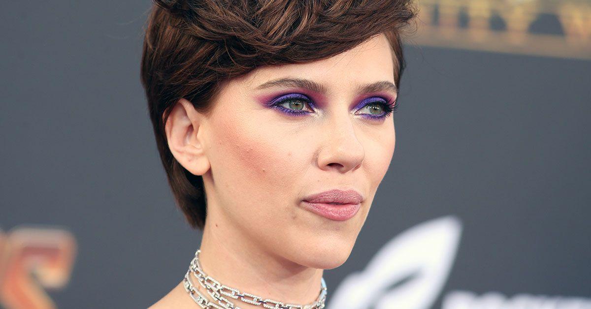 Scarlett Johansson verkleidet sich hier als Mann