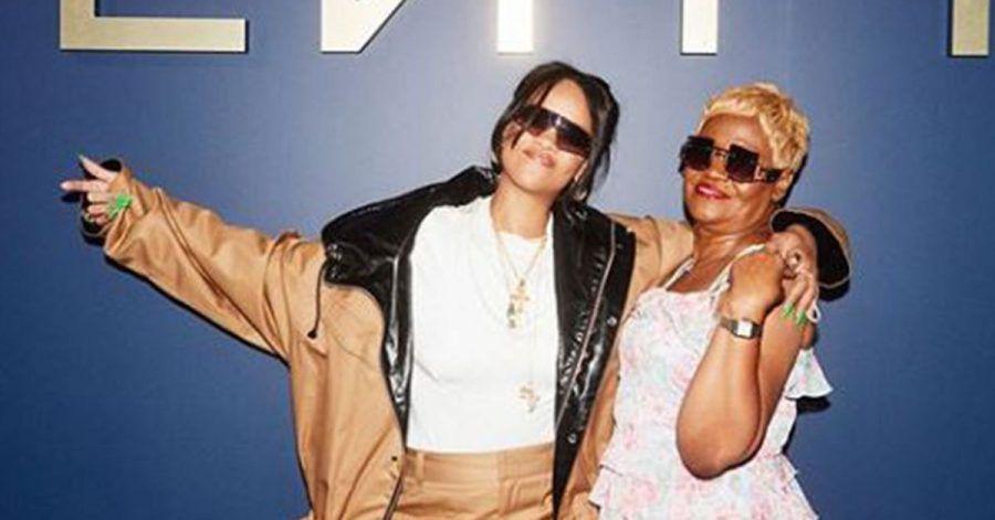 Rihanna zeigt sich mit ihrer Mama