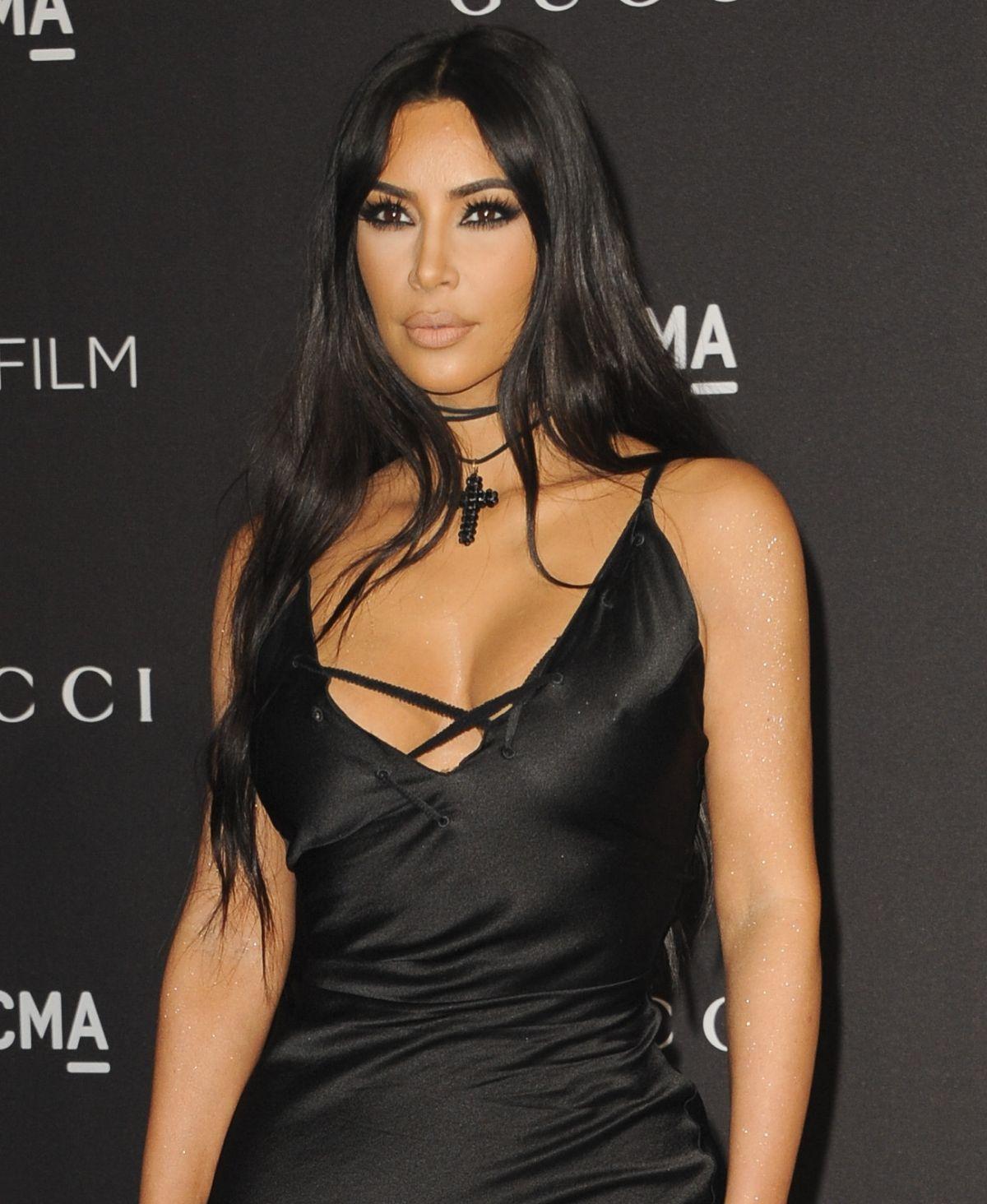 Victoria Beckham, Kanye West & Co.: Diese Stars lächeln nie
