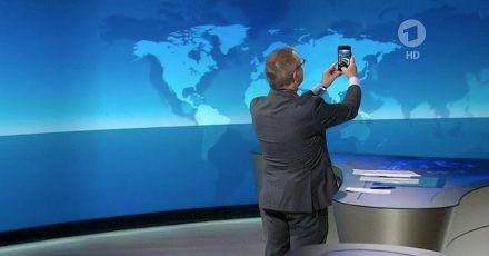 """Jan Hofer macht'n Selfie in der """"Tagesschau"""": Was war da denn los?"""