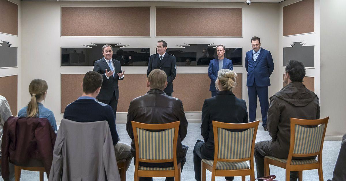 """TV Kritik Tatort """"Das Team"""": Sieben Kommissare, ein echter Ministerpräsident"""