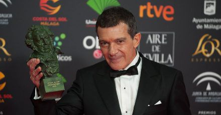 Nominierter Antonio Banderas schaut entspannt auf die Oscar-Verleihung