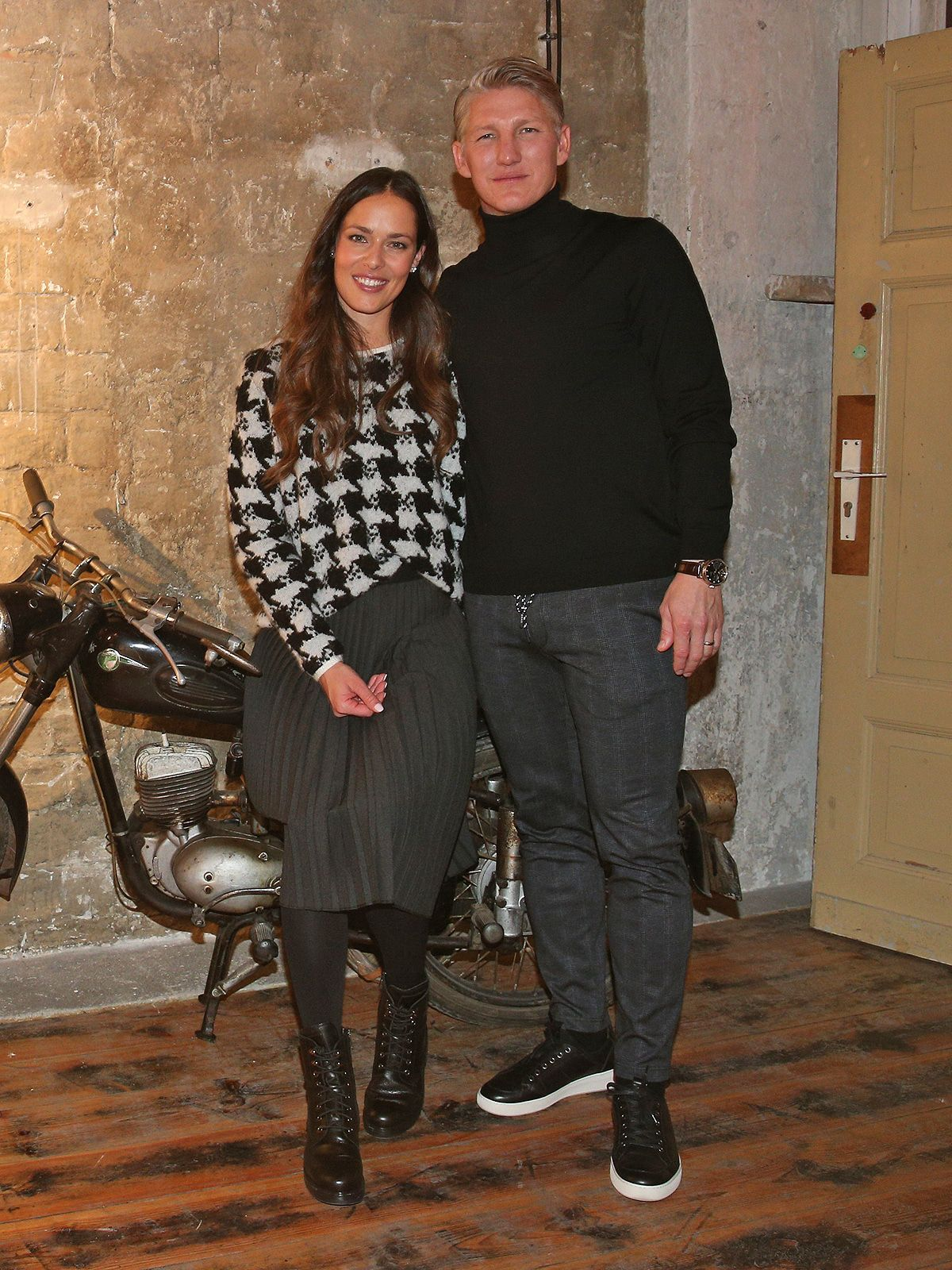 Ana und Bastian Schweinsteiger präsentieren ihre Modekollektion