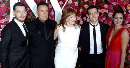 Bruce Springsteens Sohn feiert Vereidigung zum Feuerwehrmann