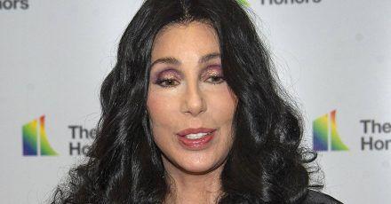 """Cher liegt flach: """"Es tut weh"""""""