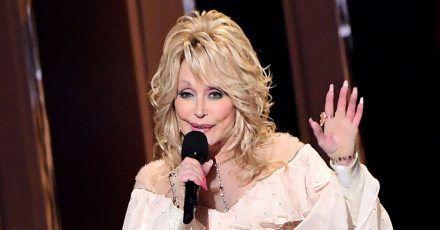 #DollyPartonChallenge wird immer mehr zum Netz-Hit