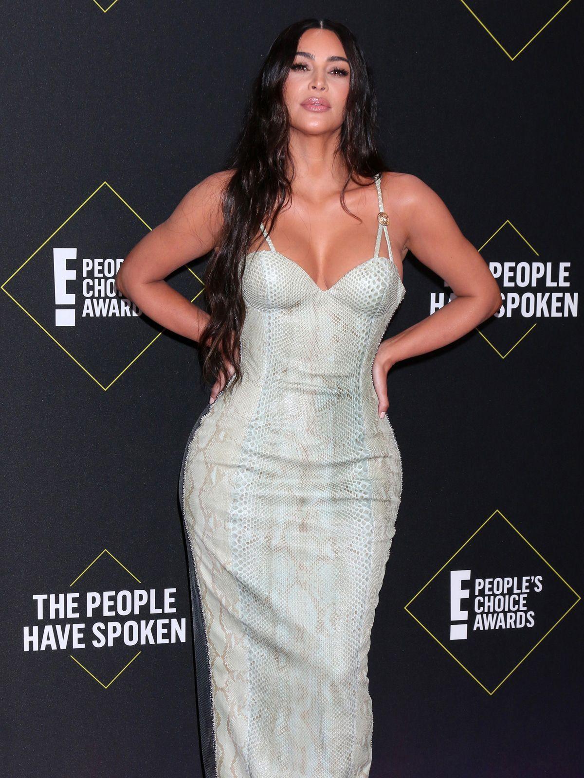 Kim Kardashian klebt an alle ihre Klamotten ein Foto
