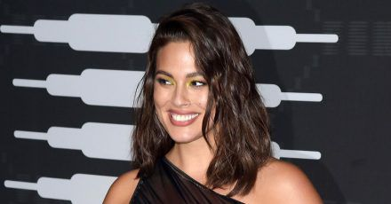 Ashley Graham zeigt sehr ehrliches Pic von After-Baby-Body