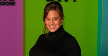 Ashley Graham wechselt Windeln mitten im Laden