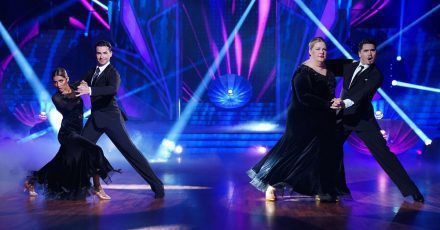 """""""Let's Dance"""": Wer mit wem tanzt und Standing Ovations für Ilka Bessin & Sabrina Setlur"""