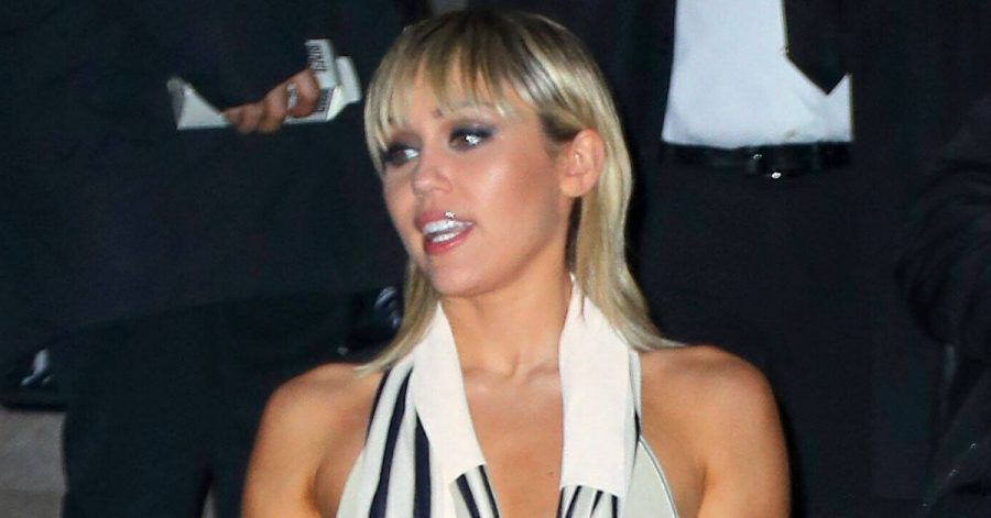Miley Cyrus zeigt hier ihre Nippel
