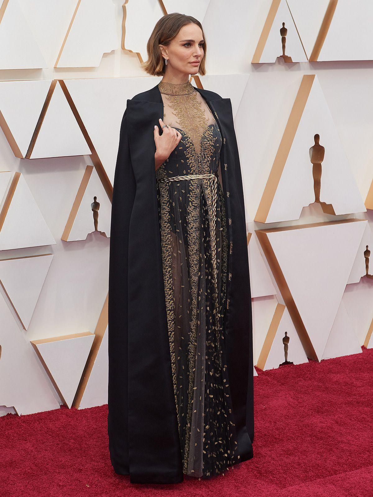 Oscars: Natalie Portman mahnt mit düsterem Umhang