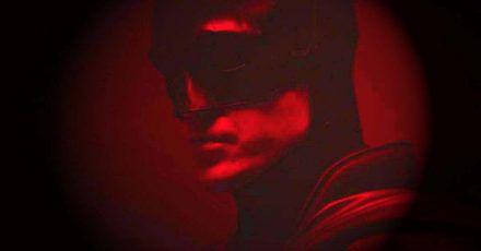 Robert Pattinson zeigt sich hier erstmals als Batman!