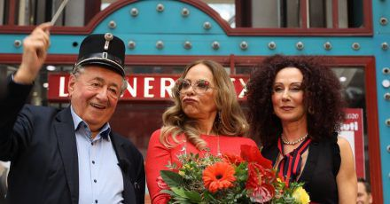 "Opernball-Tralala: Ornella Muti nennt Richard Lugner ""sehr berühmt"""