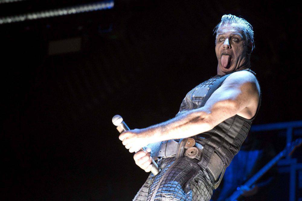 Till Lindemann soll aufhören, Fischkadaver ins Publikum zu werfen - klatsch-tratsch.de