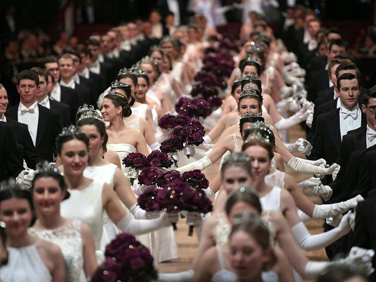 Wiener Opernball: Herr Lugner, Frau Muti und ein schwules Tanzpaar