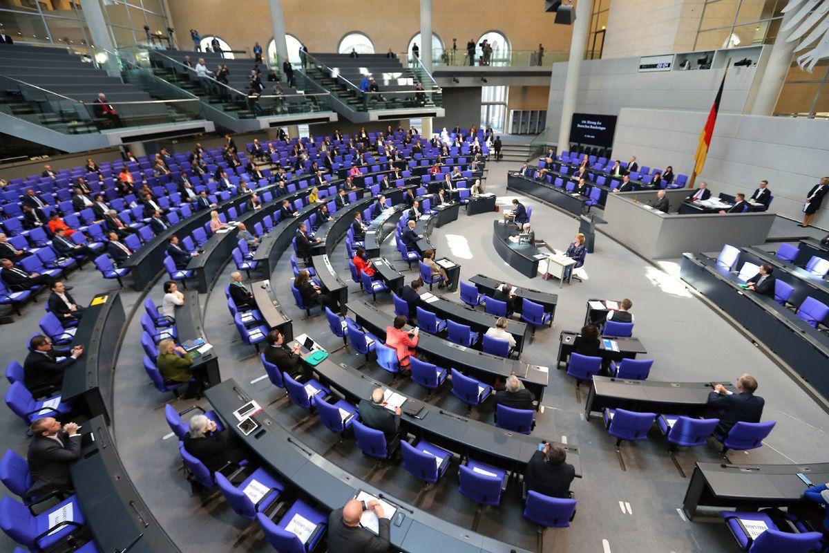 Bundestag: So eine Sitzung hat's noch nie geben - die Bilder!