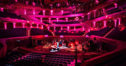 James Blunt: Neue Bilder vom kuriosen Konzert vor leeren Rängen