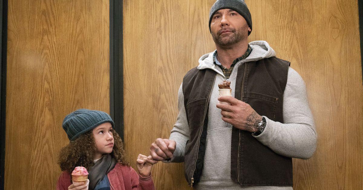 """Filmkritik """"Der Spion von nebenan"""": Wrestler Dave Bautista als Babysitter"""
