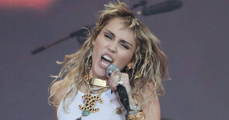 Miley Cyrus ist wegen ihren Schulfreunden aus der Kirche ausgetreten