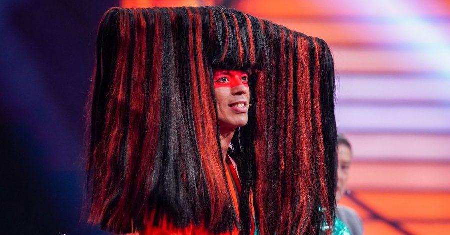 Jorge González begeistert mit Autowaschanlage auf dem Kopf