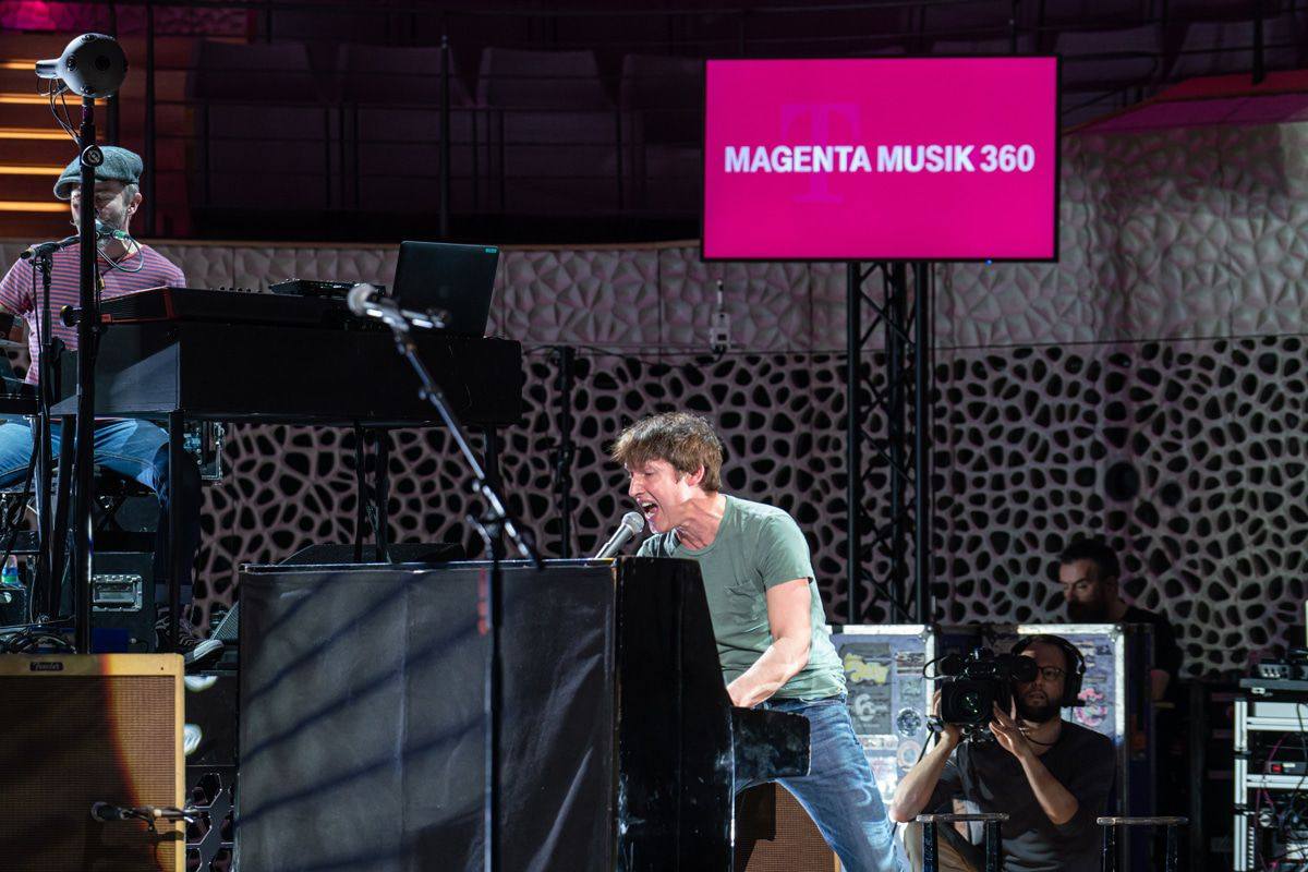 https://www.magenta-musik-360.de/street-gigs/james-blunt-livestream