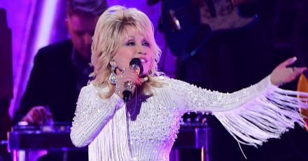 Dolly Parton spendet eine Million Dollar für Coronaforschung