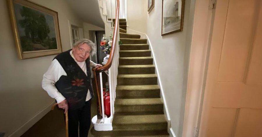 Gegen Corona: 90-jährige will 282 mal die Treppe hochsteigen