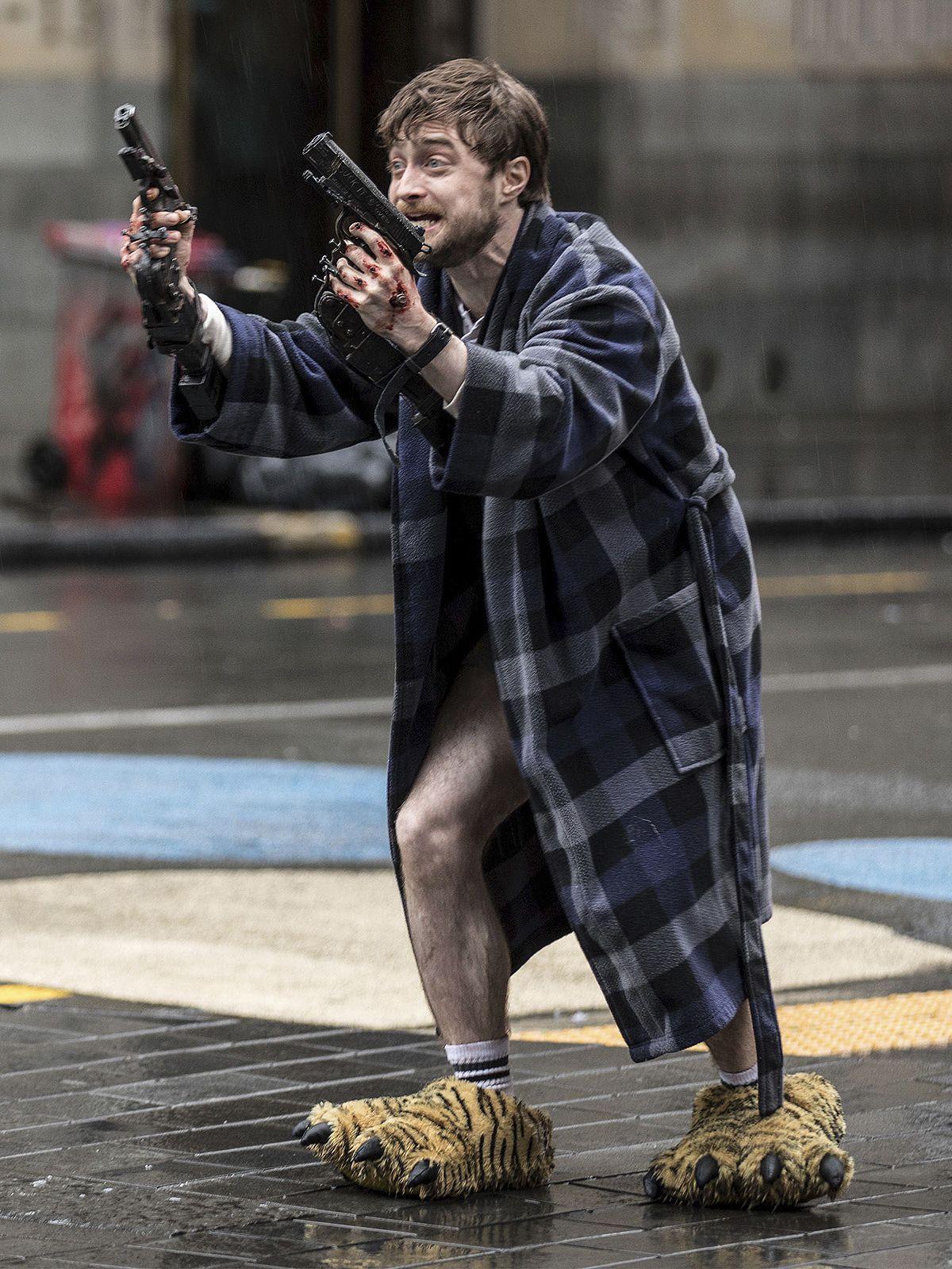 "Coming soon: Daniel Radliffe megaschräg in ""Guns Akimbo"""