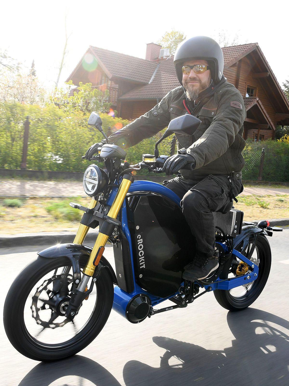 Martin Kesici zeigt uns das erste E-Motorrad der Welt
