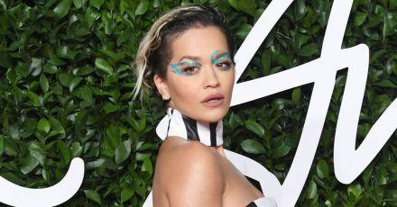 Rita Ora testet in der Quarantäne neue Looks