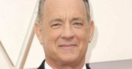 Tom Hanks unterschreibt hier neben Albert Einstein