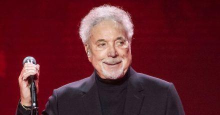 """Sir Tom Jones wird 80 und will """"noch viele weitere Jahre singen"""""""
