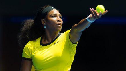 Normalerweise steht Serena Williams so auf dem Tennisplatz: Für ihre Tochter schlüpft sie jedoch ins Disney-Kostüm