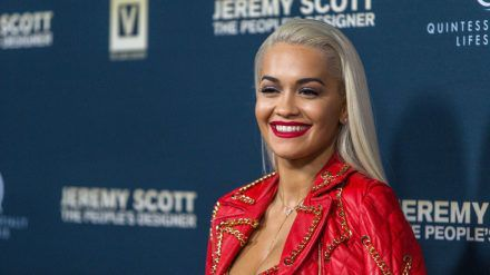 Rita Ora trauert um ihre Großmutter Fatmush (ncz/spot)