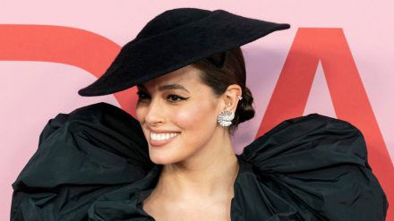 Model Ashley Graham bei den CFDA Fashion Awards 2019. (cos/spot)