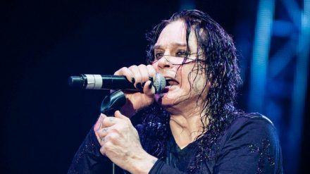 Derzeit kann Ozyy Osbourne noch nicht wieder auf der Bühne stehen (wue/spot)