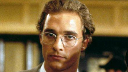 """Der damals relativ unbekannte Schauspieler Matthew McConaughey als junger Anwalt Jake Tyler Brigance im Justizthriller """"Die Jury"""" (Original: """"A Time to Kill"""") aus dem Jahr 1996. (ili/spot)"""