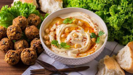 Kichererbsen lassen sich zu Hummus oder Falafel verarbeiten. (eee/spot)