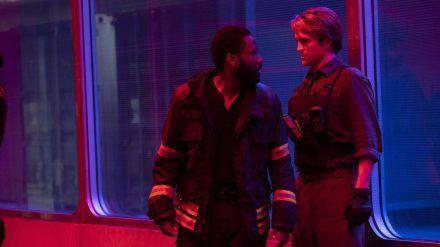 """Die Hollywood-Stars John David Washington (l.) und Robert Pattinson sind in """"Tenet"""" frühestens Mitte August zu sehen. (dms/spot)"""