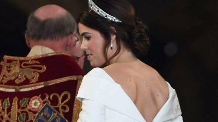 Auch bei ihrer Hochzeit 2018 zeigte Prinzessin Eugenie durch einen tiefen Rückenausschnitt ihre Narbe (hub/spot)