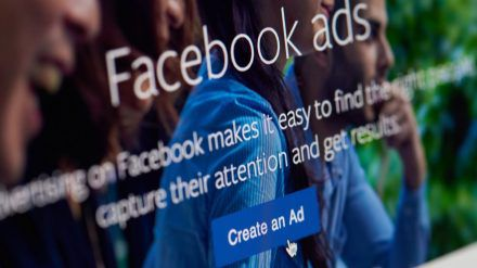 Immer mehr Firmen schließen sich den Protesten gegen Facebook an. (dr/spot)