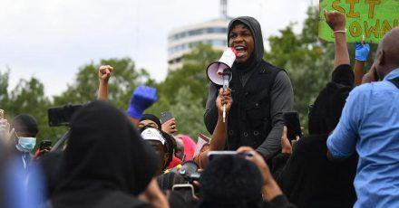 Star-Wars-Star John Boyega kämpft bei Rede mit den Tränen