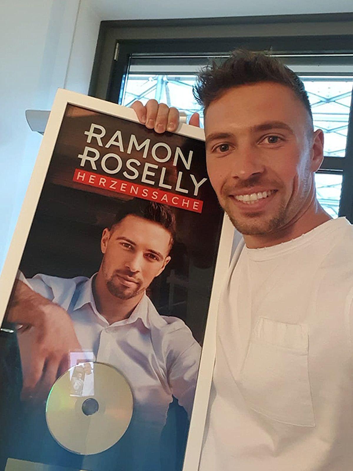 """Ramon Roselly: Goldene Schallplatte für Debüt-Album """"Herzenssache"""""""