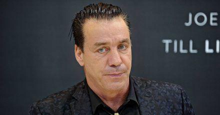 """Till Lindemann bringt eigenen Sekt """"Golden Shower"""" heraus"""