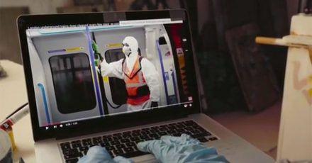 Phantom bei der Arbeit: Ist das hier Banksy in der U-Bahn?