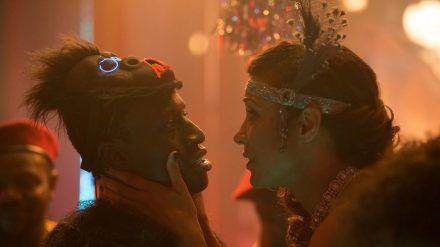 Eva (Annabelle Mandeng) versucht vergeblich, Francis (Welket Bungué) ins Gewissen zu reden. (jwl/spot)