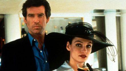 "Pierce Brosnan und Famke Janssen in ""James Bond 007 - Goldeneye"" (1995). (cam/spot)"