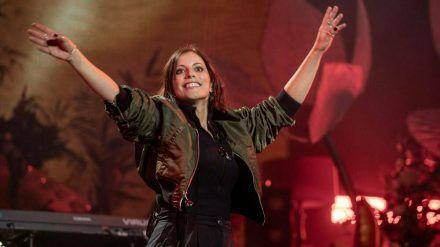 Stefanie Kloß während eines Auftritts (wue/spot)