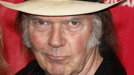 Neil Young stellt sich erneut gegen Donald Trump (rto/spot)